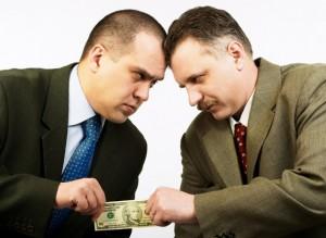 有期雇用期間満了の退職は、通知と理由を明示すべきか?