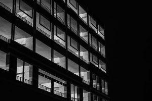 常勤(正規雇用)社員と雇用契約を継続したまま、業務委託契約を結ぶことは可能?