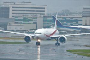 台風による飛行機欠航で社員が出勤できなかった場合の取扱い