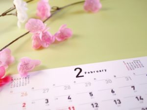 【2月】労務情報まとめ コロナウイルスに関するQ&A/協会けんぽ保険料率改定/海外居住家族の扶養控除対象見直し/育休給付8割給付検討 他